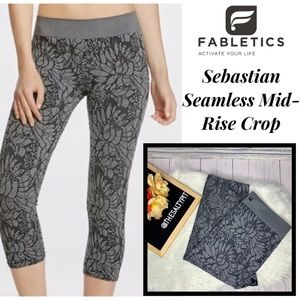 Just In! Fabletics Sebastian Mid-Rise Crop, Sz XL